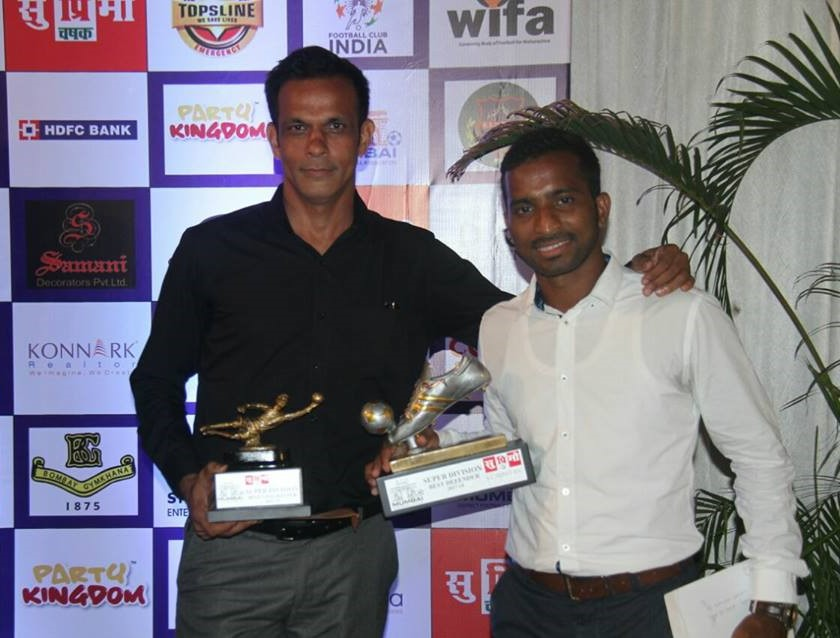 Best Goalkeeper of Super Division - Sanjeev Verma (on the left)