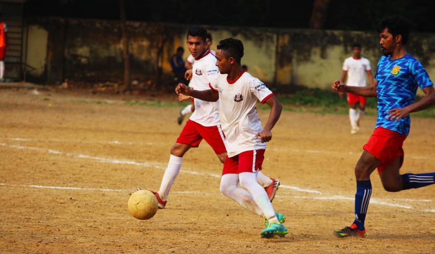 Worli Sports Club showed good understanding to combine well as a team and stormed to a 4-0 win against Dadar XI 'B'
