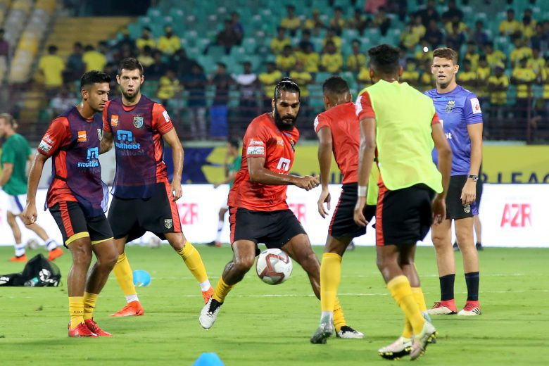 Kerala Blasters FC players warming up before the match 29 of the Hero Indian Super League 2018 ( ISL ) between Kerala Blasters FC and Bengaluru FC held at Jawaharlal Nehru Stadium, Kochi, India on the 5th November 2018 Photo by: Faheem Hussain /SPORTZPICS for ISL
