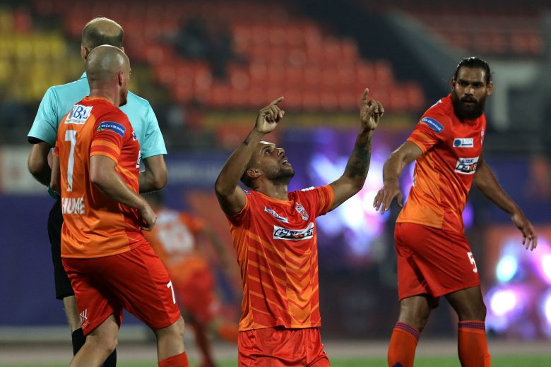 Robin Singh of FC Pune City celebrates a goal during match 74 of the Hero Indian Super League 2018 ( ISL ) between FC Pune City and ATK held at Shree Shiv Chhatrapati Sports Complex Stadium, Pune, India on the 10th February 2019 Photo by: Vipin Pawar /SPORTZPICS for ISL