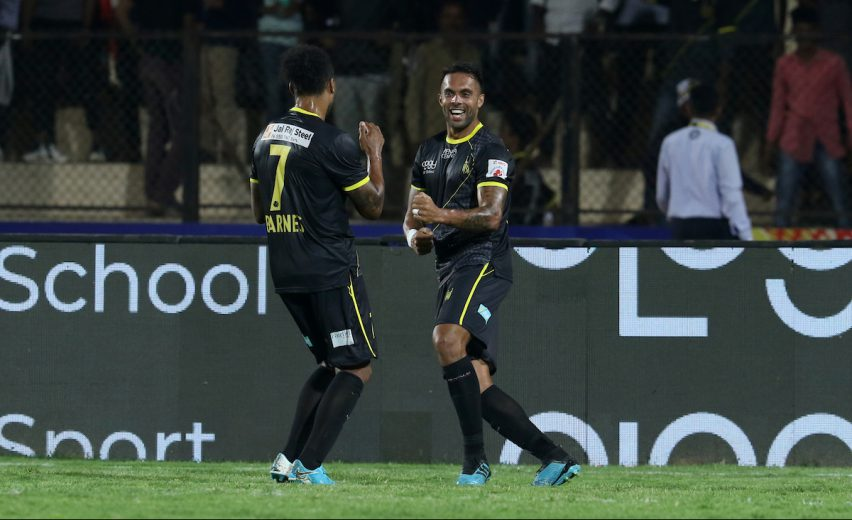 An injury time strike by Robin Singh helped 10 man Hyderabad FC salvage a draw against Bengaluru FC in a thrilling Hero Indian Super League tie at the GMC Balayogi Athletic Stadium here.