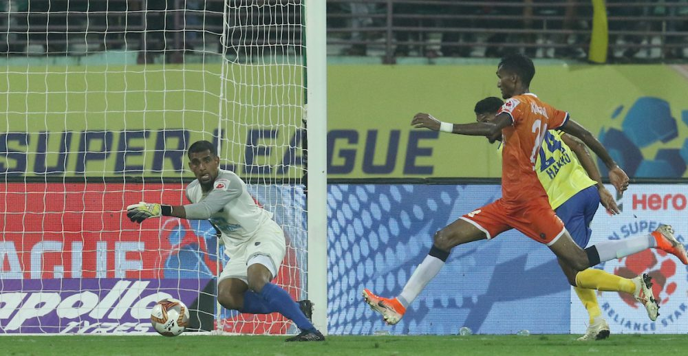 10-man FC Goa denied Kerala Blasters their 2nd win of Hero Indian Super League after an injury-time strike from Lenny Rodrigues ensured a dramatic 2-2 draw