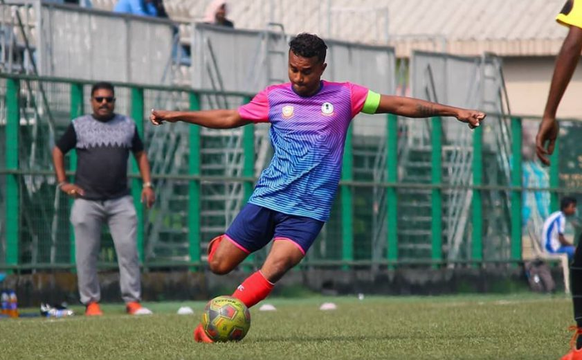 Income Tax edge WR in a tightly foughtElite Division game while in Super Division, Soccer XI and Colaba SA shared spoils.